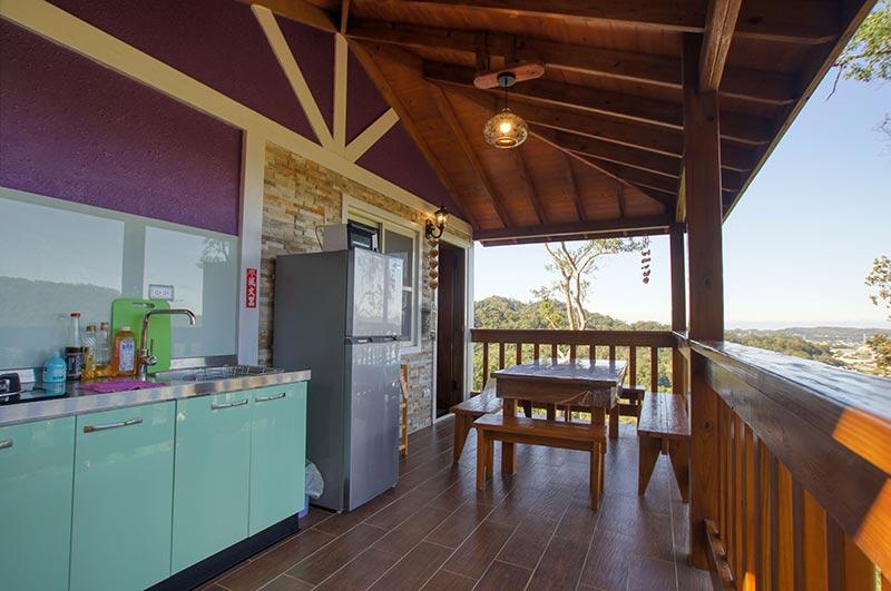 包棟木屋之景觀陽台與開放廚房
